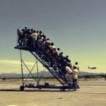Em hãy mô tả quang cảnh phòng chờ sân bay.