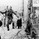 Những hình ảnh lịch sử về bức tường Berlin