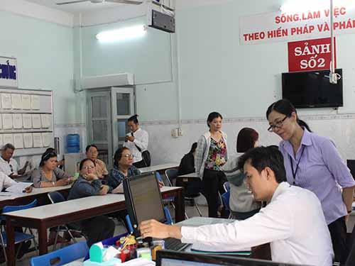 Người dân làm thủ tục công chứng tại Phòng Công chứng số 1, TP HCM