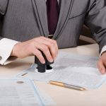 Có phải chịu trách nhiệm khi chứng thực giấy tờ giả?