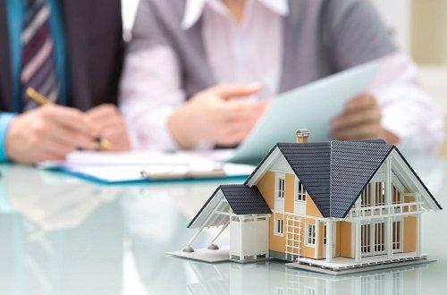 Tặng cho nhà, đất đang thế chấp ngân hàng được không?